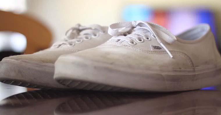 Hogyan tisztítsuk meg a fehér cipőt