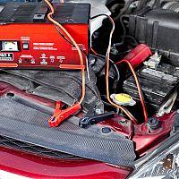 Hogyan válasszuk ki a legjobb autó akkumulátor töltőt indítássegítővel?