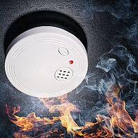 Hogyan válasszunk füst-, gáz-, vízjelzőt vagy CO érzékelőt? A legjobb otthoni tűzjelzők wifivel is rendelkeznek!
