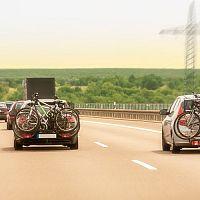 A legjobb biciklitartók a vonóhorogra, a tetőre és a hátsó ajtóra. Segítünk a választásban!