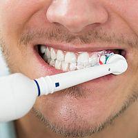 6 érv, hogy miért vásároljunk magunknak és gyermekünknek elektromos fogkefét