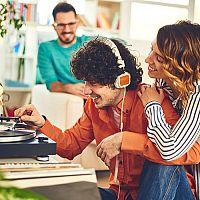 A retro lemezjátszók nem a legolcsóbbak! A vélemények megmutatják melyik a legjobb
