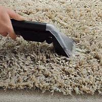Hogyan tisztítsuk a hosszú szálú shaggy szőnyeget?