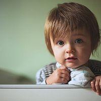 Védőkorlát az ágyra, hogy ne essen le a gyermek