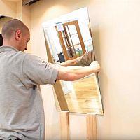 Hogyan ragasszunk tükröt a falra?