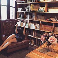 Stílusos könyvespolc a nappaliba