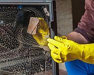 Hogyan tisztítsuk a kandalló üveget, a kandallóbetétet és kandalló belsejét?