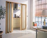 Műanyag és fa harmonika ajtók méretre, nem csak a fürdőszobába!