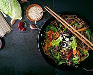 A legjobb wok serpenyők? Az értékelések a Tefalt, a Tescomát és a Delimanót dicsérik