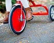 Hogyan válasszuk ki a legjobb háromkerekű biciklit gyerekeknek? A tapasztalatok alapján a tolókaros triciklik a legjobbak!