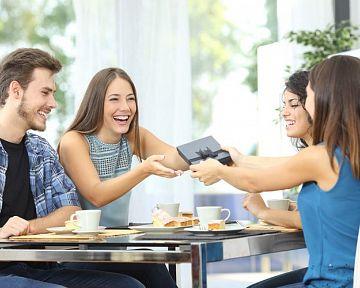 A legjobb ajádnékok házavatóra: tudják mivel lehet meglepni a háztulajdonosokat?