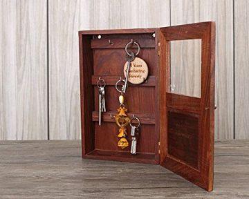 Kulcstartó szekrény - fehér és fa a tökéletes vintage hatás eléréséhez