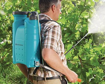 Akkumulátoros permetező fákra és gazra