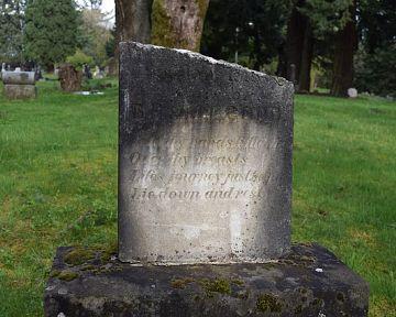 Hogyan tisztítsuk a sírkövet?